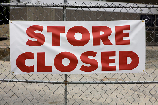 Going Out Of Business「Store Closed Sign showing Bankruptcy of Retailer」:スマホ壁紙(16)