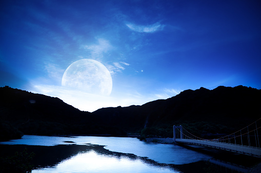 満月「月湖に」:スマホ壁紙(18)