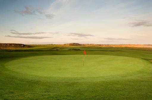Sports Flag「The 18th hole on golf course」:スマホ壁紙(12)