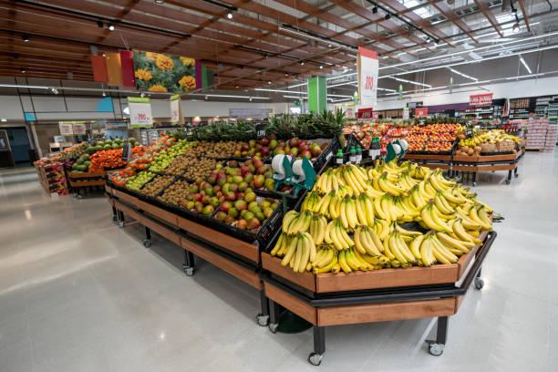 Vegetable and fruit section at a supermarket - No people:スマホ壁紙(壁紙.com)