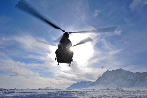 CH-47 Chinook「February 15, 2012 - A CH-47 Chinook helicopter takes off from a remote landing zone in the Shah Joy district, Zabul province, Afghanistan. 」:スマホ壁紙(9)