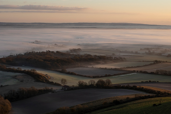 Hill「Early Morning Mist Forms Below Firle Beacon」:写真・画像(6)[壁紙.com]
