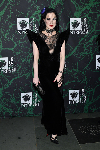 Hand Harness「Bette Midler's 2017 Hulaween Event Benefiting The New York Restoration Project - Arrivals」:写真・画像(6)[壁紙.com]