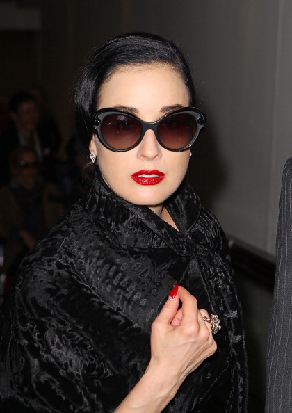 Red Nail Polish「Dita Von Teese Arrives In Melbourne」:写真・画像(11)[壁紙.com]