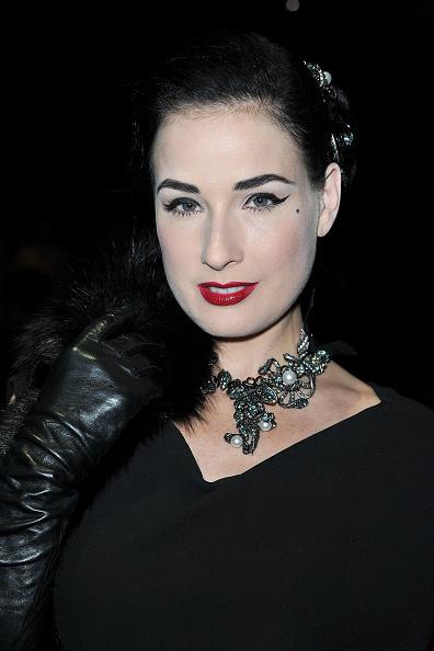 Costume Jewelry「Lanvin - Arrivals Paris Fashion Week Spring/Summer 2011」:写真・画像(5)[壁紙.com]