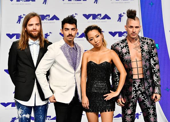 Three Quarter Length「2017 MTV Video Music Awards - Arrivals」:写真・画像(9)[壁紙.com]
