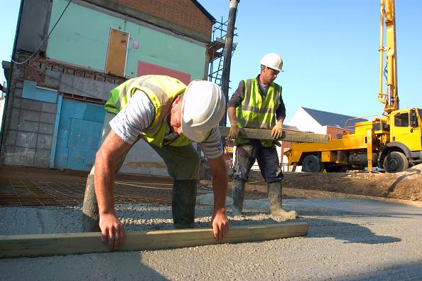 Pouring「Leveling concrete pourred onto rebar」:写真・画像(5)[壁紙.com]