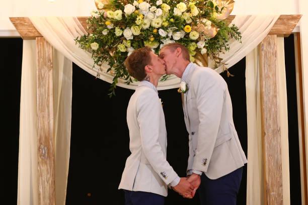 オーストラリア「Couples Wed At Midnight Ceremonies As Australian Marriage Act Takes Effect」:写真・画像(2)[壁紙.com]