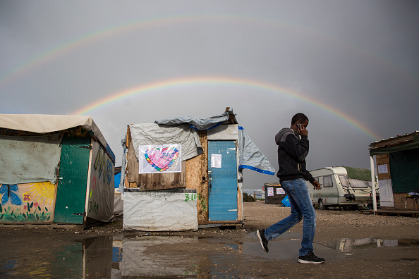 Wireless Technology「Migrants Leave The Jungle Refugee Camp In Calais」:写真・画像(17)[壁紙.com]