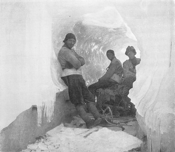 Ski Pole「The First Western Party In A Natural Ice-Tunnel」:写真・画像(2)[壁紙.com]