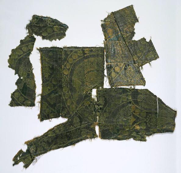 Silk「Fragments of a Caftan Covered with a Silk Fabric with a Senmurv Pattern (Moshchevaya Balka Burial M Artist: Medieval Culture of the North Caucasian Silk Road」:写真・画像(12)[壁紙.com]