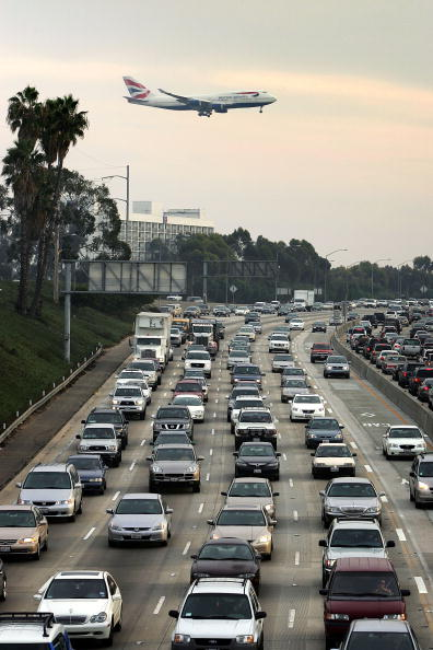 LAX Airport「Americans Begin Traveling Ahead Of Thanksgiving Holiday」:写真・画像(15)[壁紙.com]