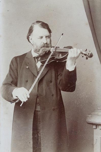 Violin「Violinist Joseph Joachim (1831-1907). About 1885. Photograph By Kingsbury & Notcutt / London.  Photograph.」:写真・画像(18)[壁紙.com]