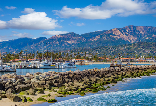 Sailboat「Santa Barbara Marina shoreline breakwater with recreational boats, CA」:スマホ壁紙(17)