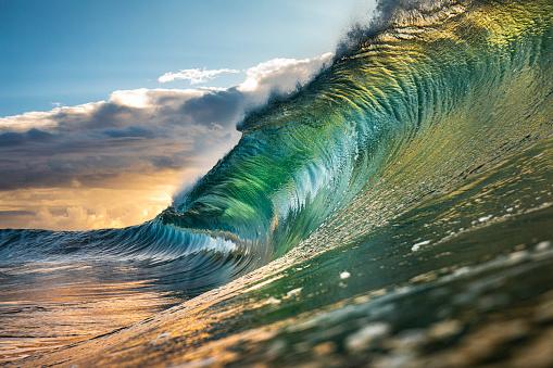 Beauty In Nature「Powerful green wave breaking heavily in ocean」:スマホ壁紙(11)