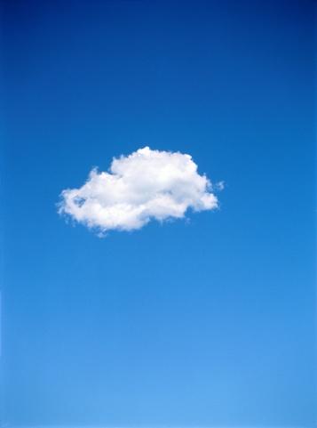 Sky Only「Single altocumulus cloud in blue sky」:スマホ壁紙(16)