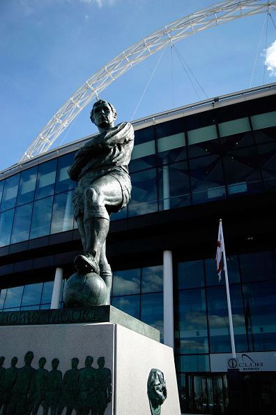 Outdoors「Statue of Bobby Moore outside Wembley Stadium. Wembley Stadium was designed by architects HOK Sport and Foster & Partners with Engineers Mott Macdonald and was built by Multiplex.  The signature feature is the circular section lattice arch which is 133 m」:写真・画像(19)[壁紙.com]