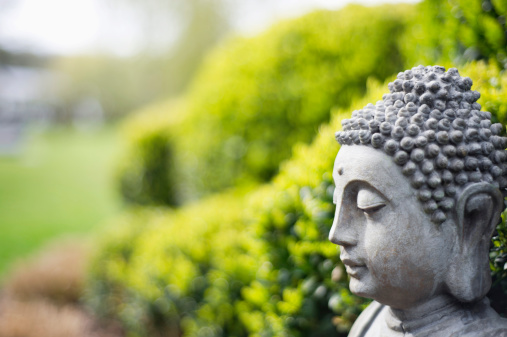 仏像「Statue of Buddha in a garden」:スマホ壁紙(6)