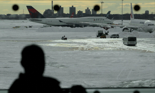 Kennedy Airport「US East Coast Begins To Dig Out After Large Blizzard」:写真・画像(17)[壁紙.com]