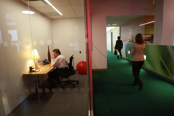 Office「Sen. Charles Schumer Opens Google's New Offices In New York City」:写真・画像(19)[壁紙.com]