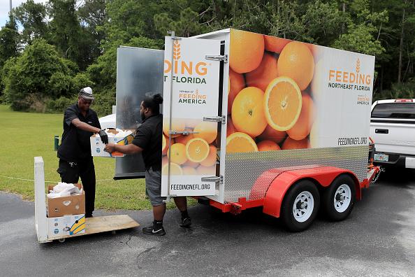 Sam Greenwood「Feeding Northeast Florida Delivers Meals To Senior Care Facilities In Jacksonville」:写真・画像(8)[壁紙.com]