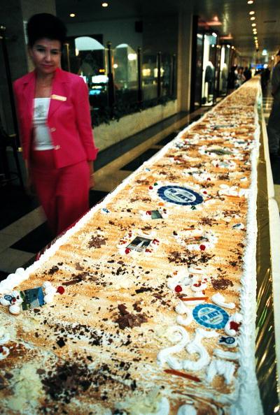 Serving Size「Record Size Cake」:写真・画像(11)[壁紙.com]