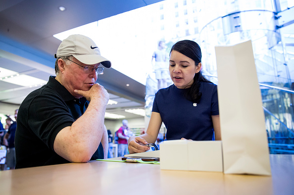 Apple Watch「Apple Watch Available at Apple Retail Locations」:写真・画像(12)[壁紙.com]