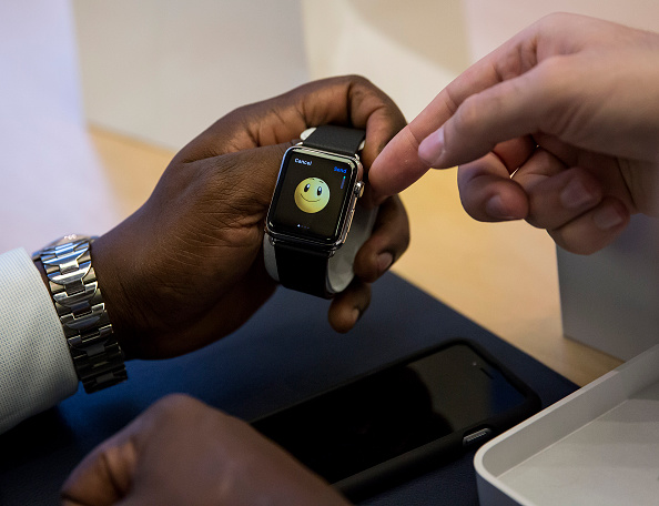 Apple Watch「Apple Watch Available at Apple Retail Locations」:写真・画像(5)[壁紙.com]