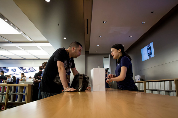 Apple Watch「Apple Watch Available at Apple Retail Locations」:写真・画像(13)[壁紙.com]