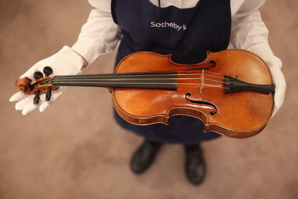 楽器「The Work Of 19th Century French Violin Maker Jean-Baptiste Vuillaumme Is Displayed Prior To Auction At Sotheby's」:写真・画像(12)[壁紙.com]