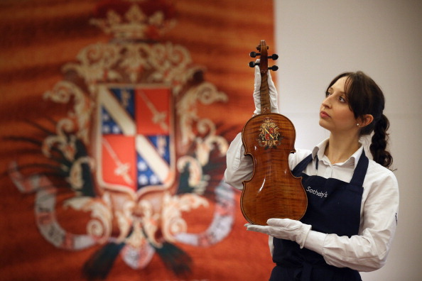 Violin「The Work Of 19th Century French Violin Maker Jean-Baptiste Vuillaumme Is Displayed Prior To Auction At Sotheby's」:写真・画像(13)[壁紙.com]