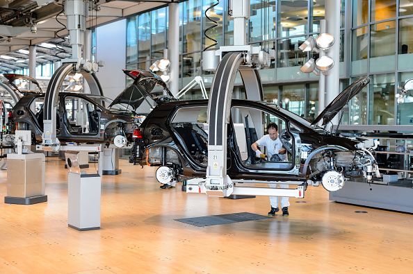Car「Volkswagen E-Golf Electric Car Production In Dresden」:写真・画像(9)[壁紙.com]