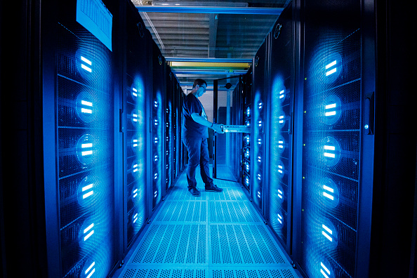 Technology「DKRZ Supercomputer Crunches Climate Data」:写真・画像(3)[壁紙.com]
