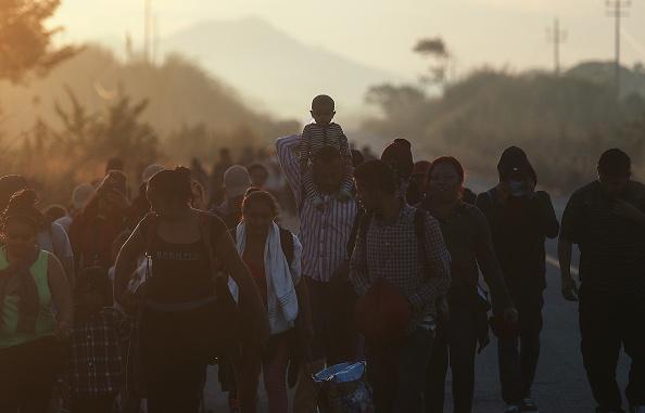 Refugee「New Migrant Caravan Travels From Honduras To U.S. -Mexico Border」:写真・画像(19)[壁紙.com]