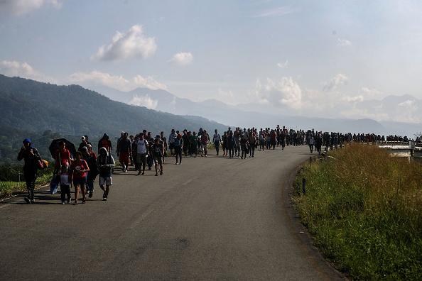 Refugee「New Migrant Caravan Travels From Honduras To U.S. -Mexico Border」:写真・画像(7)[壁紙.com]