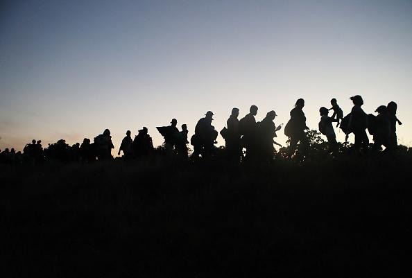 Refugee「New Migrant Caravan Travels From Honduras To U.S. -Mexico Border」:写真・画像(4)[壁紙.com]