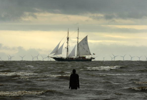 Approaching「Tall Ships Head In To Dock At Liverpool」:写真・画像(11)[壁紙.com]