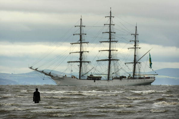 Approaching「Tall Ships Head In To Dock At Liverpool」:写真・画像(12)[壁紙.com]