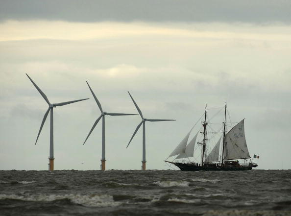 Approaching「Tall Ships Head In To Dock At Liverpool」:写真・画像(10)[壁紙.com]