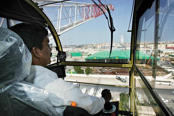 Tall - High「Crane operator in Raimondi Tower Crane, Dubai, United Arab Emirates, March 19, 2007.」:写真・画像(16)[壁紙.com]