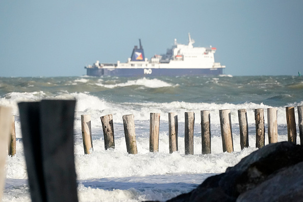 Ship「Migrants Gather Along The Northern French Coast」:写真・画像(18)[壁紙.com]