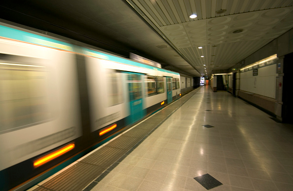 Motion「Overground train in Manchester」:写真・画像(8)[壁紙.com]