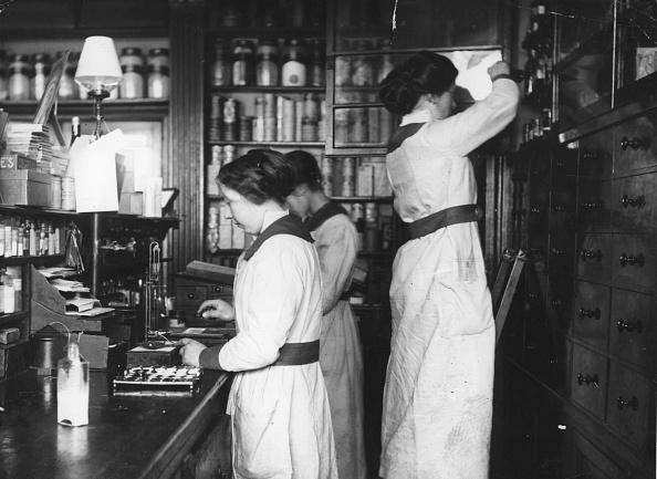 Assistant「Chemist Shop」:写真・画像(9)[壁紙.com]