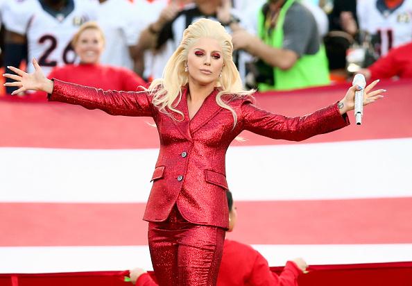 歌う「Lady Gaga Sings The National Anthem At Super Bowl 50」:写真・画像(11)[壁紙.com]