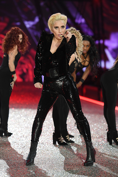 Singing「2016 Victoria's Secret Fashion Show in Paris - Show」:写真・画像(18)[壁紙.com]