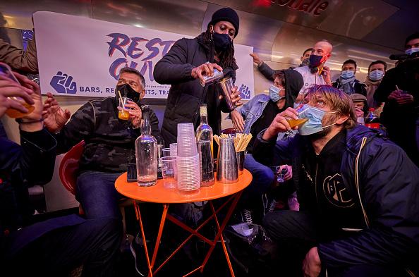 Kiran Ridley「Parisian Bar Owners Protest Stricter Coronavirus Lockdown Measures」:写真・画像(0)[壁紙.com]