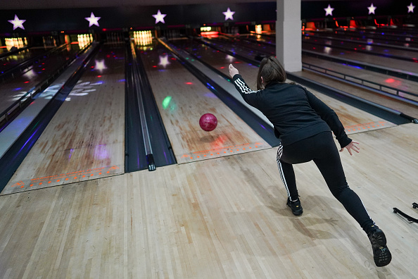 Threading「Brits Return To The Lanes As Bowling Alleys Reopen」:写真・画像(14)[壁紙.com]