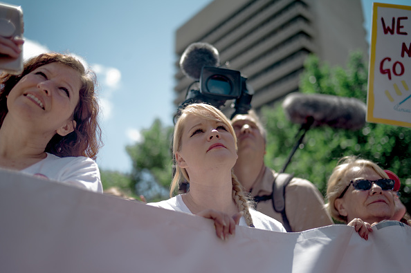 Jacob Moscovitch「Planned Parenthood Holds Rally To Protest Closure Of Last Abortion Clinic In Missouri」:写真・画像(15)[壁紙.com]