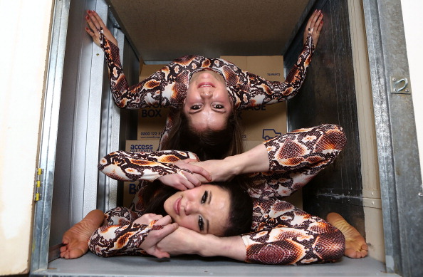 Brightly Lit「Contortionist Pixie Le Knot Challenged By Access Self Storage」:写真・画像(13)[壁紙.com]