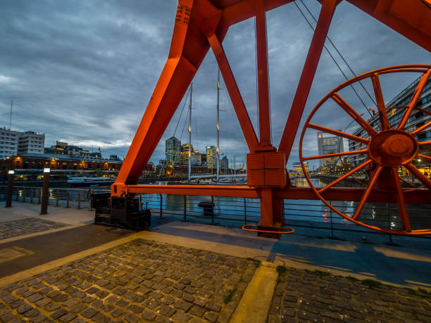 Argentina, Buenos Aires, Puerto Madero, Dock Sud with old harbour crane at night:スマホ壁紙(壁紙.com)